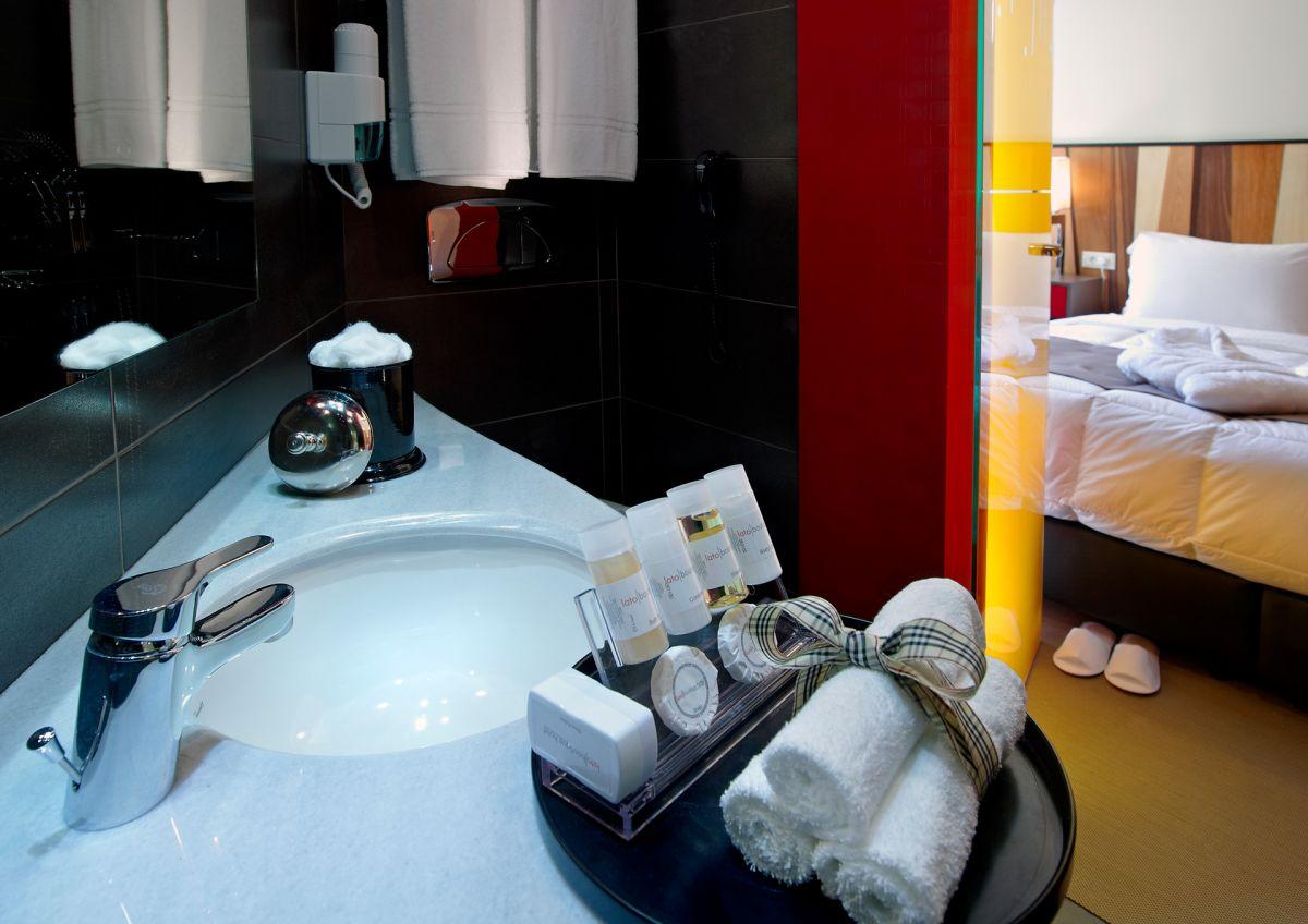 Comfy room - Bathroom Detail